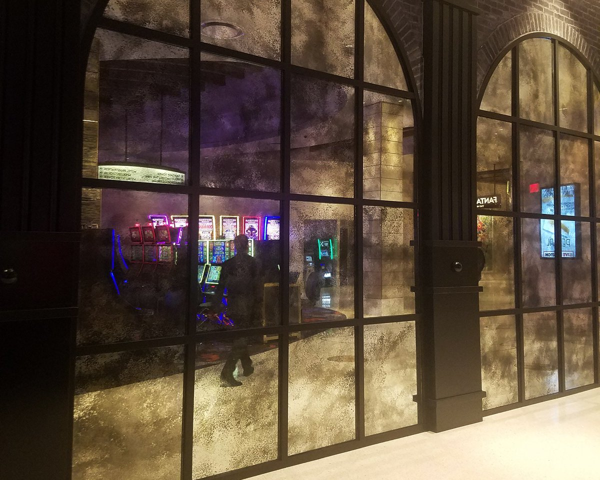 Avalon Gl And Mirror S Line Of Antique Custom Mirrors Seen Here Outside Green St Kitchen At The Palms In Las Vegas