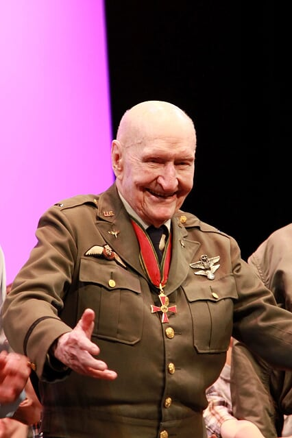 One of my favourite stories of the week and likely the most unexpected one; Iconic Candy Bomber watches musical in his honour. STORY: http://bit.ly/2UFLQ8f  #strathco #shpk