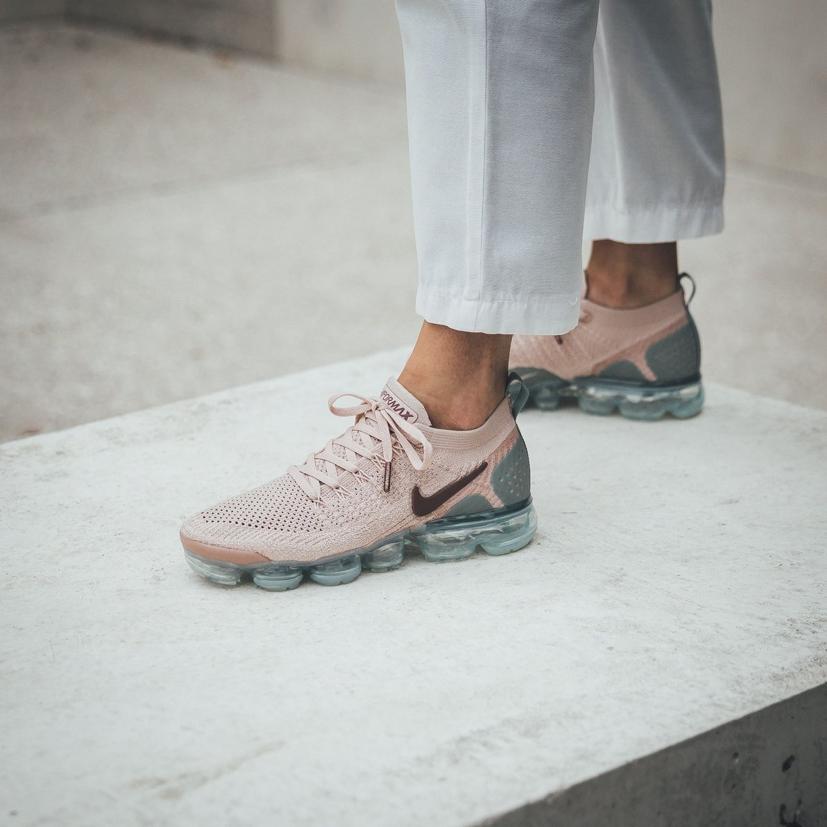 outlet store 9ccd0 cbb14  sale  sale 💥 Nike Wmns Air Vapormax Flyknit 2 - Particle Beige Smokey
