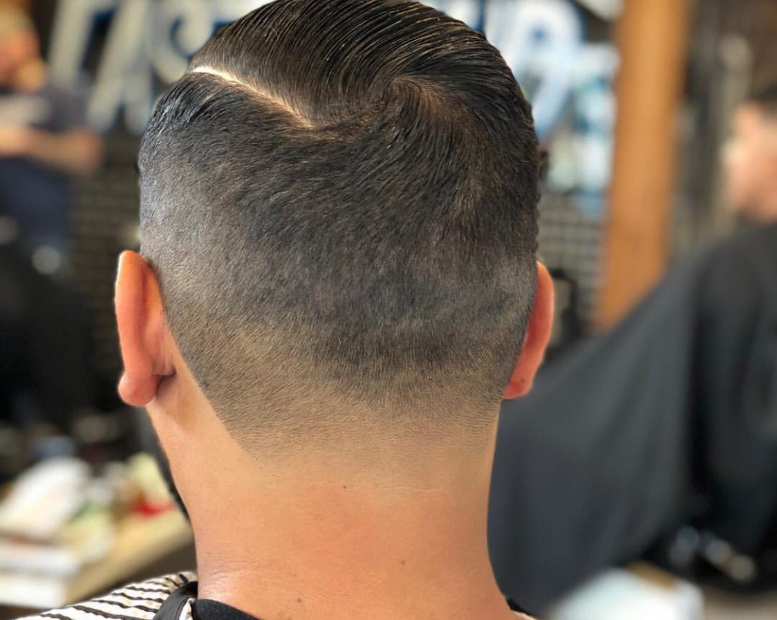 clean taper by ana rico 🤝   #eastendbarber #houstonbarber  #houstonbarbershop  #eastendbarber #everybodyhappy  #houstonbarberstylist #texasbarber #houston #htx #necksweat #testedandtrue #vinyl #igvinylclub #recordstore #appointmentonly #houstonrockets