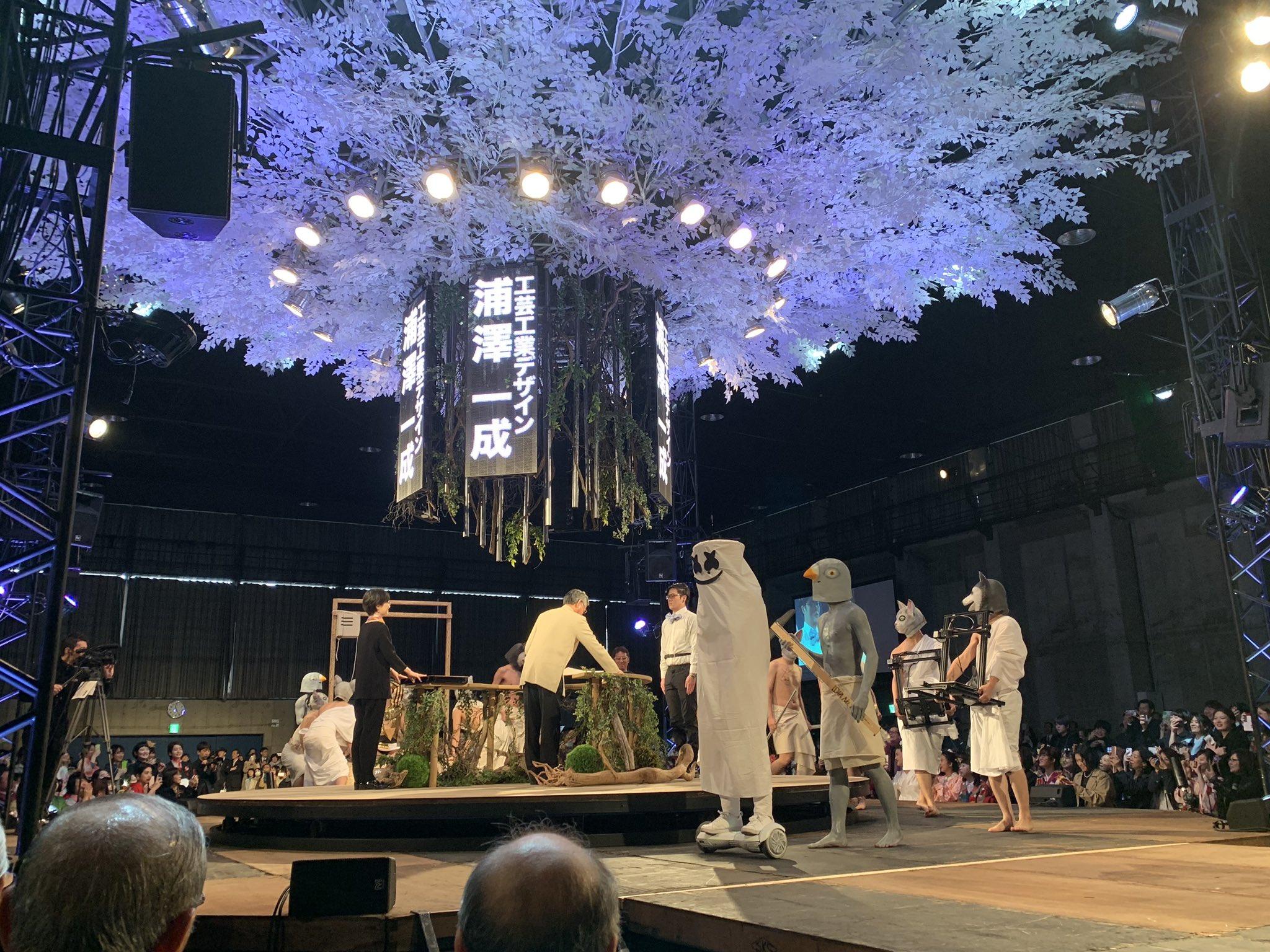 武蔵野美術大学の卒業式!卒業証書授与の光景が個性的すぎる!
