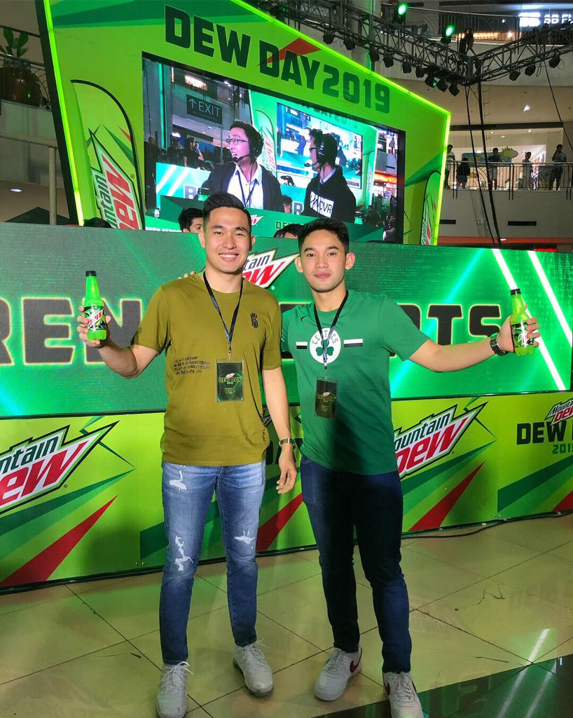 UAAP DEWDS gearing up for battle outside the court #DewDay #Dewidol #DotheDew @MountainDewPH<br>http://pic.twitter.com/gG41QNt0qM