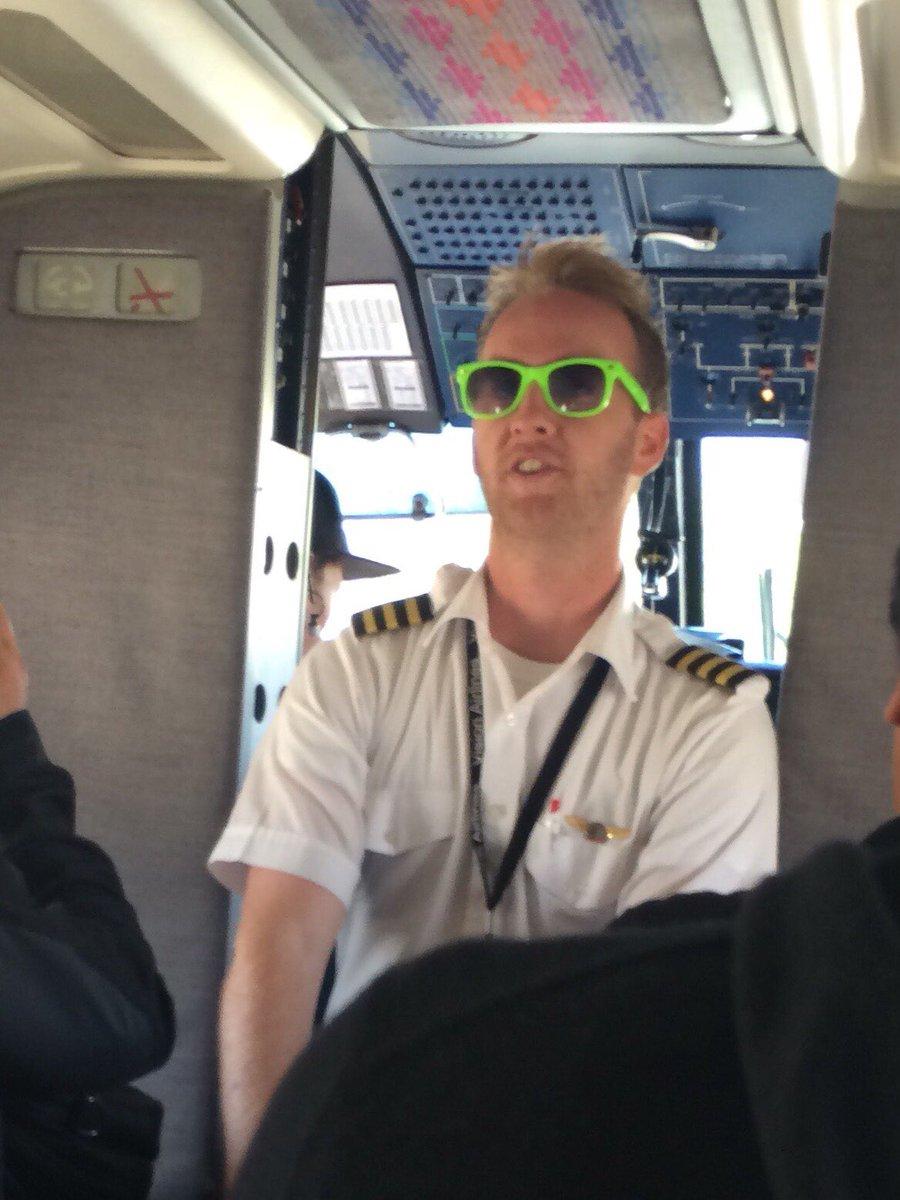 RT @blacoffee: ここ10年で最も死ぬかと思った瞬間はアメリカで小型機に乗ったら「ご機嫌なフライトになりそうだからベルトはしっかり締めてくれよな」って言いながら機長がふざけたサングラスで出てきた瞬間です。 https://t.co/CYutzMmxmr