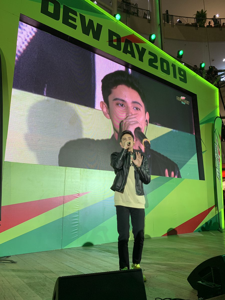Pati chasing thrills on-stage, malupit ang #DewIdol natin! @tellemjaye is now performing sa #DewDay! <br>http://pic.twitter.com/lm47vSIRPU