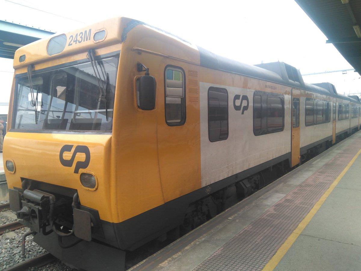 Este es el tren que conecta la segunda ciudad más importante de Portugal, Porto y la primera ciudad en población de Galicia y del noroeste, Vigo. Foto de 2019 pero me la convalidarían en 1999. Impossible is nothing.