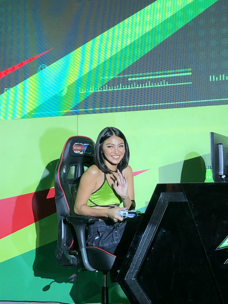 Will bless your feed with @tellemjaye &amp; @hellobangsie pics @ the @MountainDewPH #DewDay #JaDine #TeamReal #TeamRealForever <br>http://pic.twitter.com/n1GuEkq2my