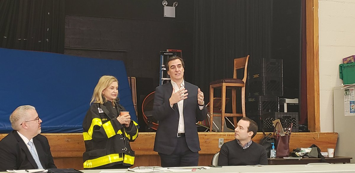 At the 2020 Town Hall Census, @SenGianaris talking about getting NY state funding for the census in the budget: