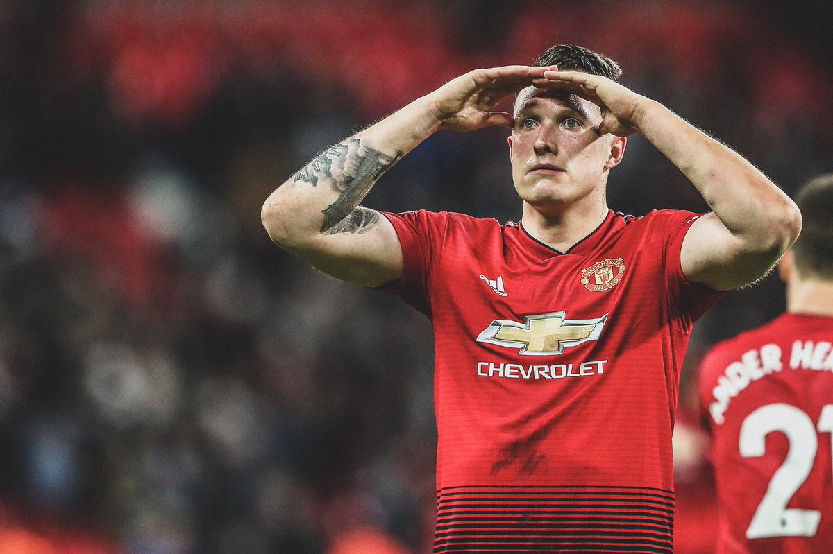 """Phil Jones on a potential testimonial match at Man Utd  🗣 """"I wouldn't go that far, no-one would turn up except my mum and dad."""""""
