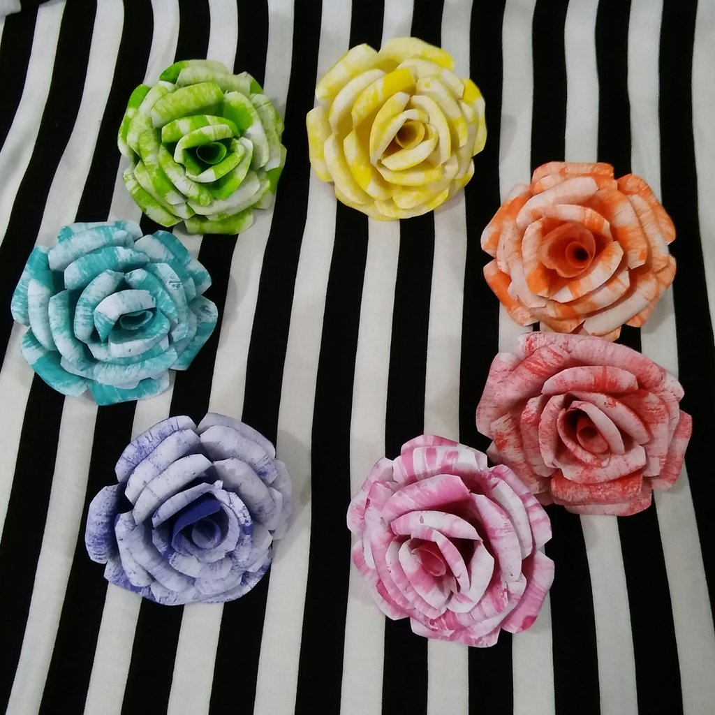 Finished my rainbow paper roses last night!! I can&#39;t stop looking at them.  #diy #crafts #paperroses #rainbow<br>http://pic.twitter.com/eUIPdhDSIm