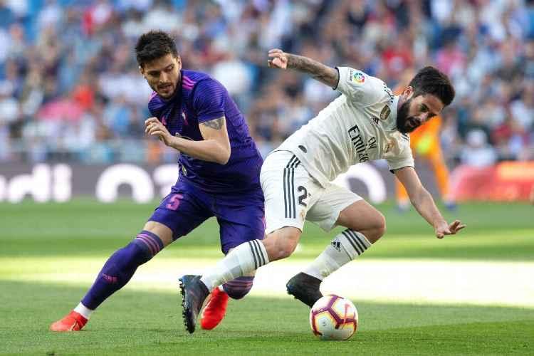Concluye la primera parte en el #SantiagoBernabéu. Se mantiene el empate sin movimiento en el marcador. #RealMadrid 0-0 #CeltaVigo  #LaLiga