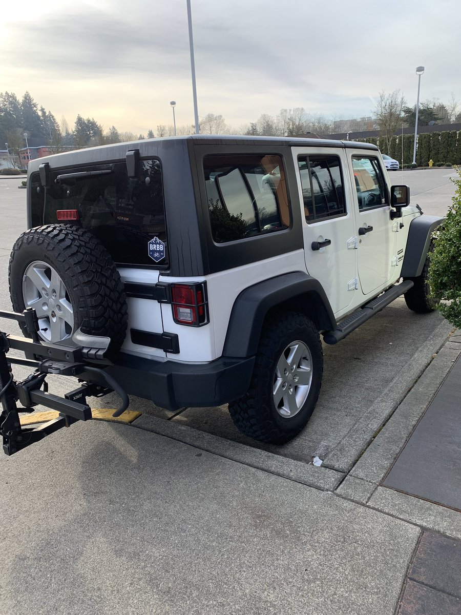 My Jeep actually looks white again. Months of dirty off-road biking and snowmageddon washed away with 3 simple body scrubs. <br>http://pic.twitter.com/Okb8fv0Mzo