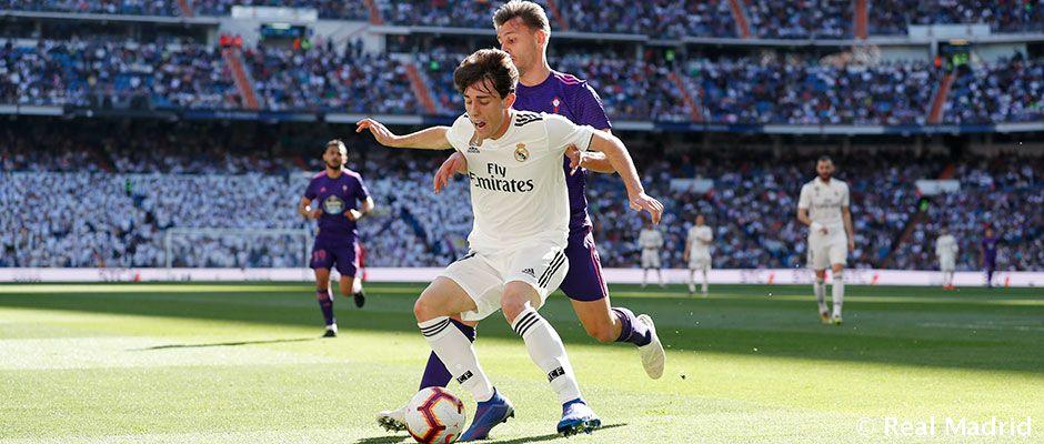 Balón en movimiento para la segunda mitad en el #SantiagoBernabéu. #RealMadrid 0-0 #CeltaVigo  #LaLiga
