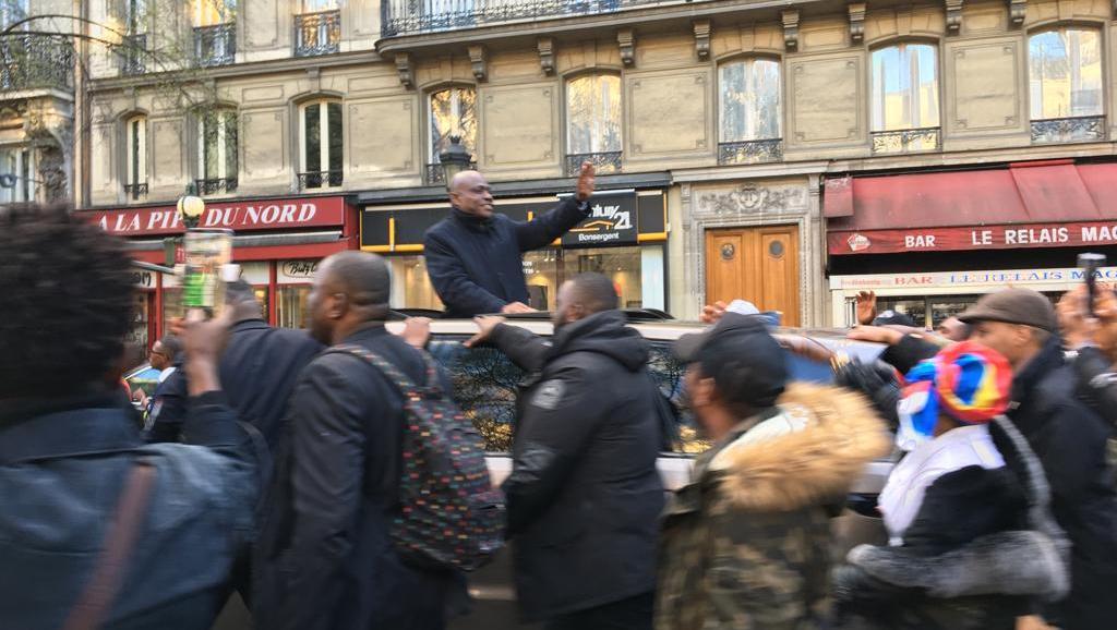 Martin Fayulu manifeste à Paris contre «le maintien de M. Kabila au pouvoir» https://t.co/75lC0eYj7S https://t.co/7WvTXwflKm