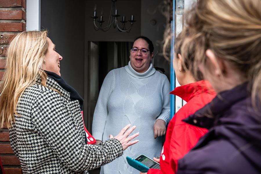 Op bezoek bij dappere huurders in de wijk @KRUISKAMP_DB in Den Bosch. Zij voeren succesvol actie voor het aanpakken van schimmel en tocht in hun huizen.   Energierekening torenhoog en mensen worden er ziek van. Schandalig!  #TijdvoorRechtvaardigheid #NuSP