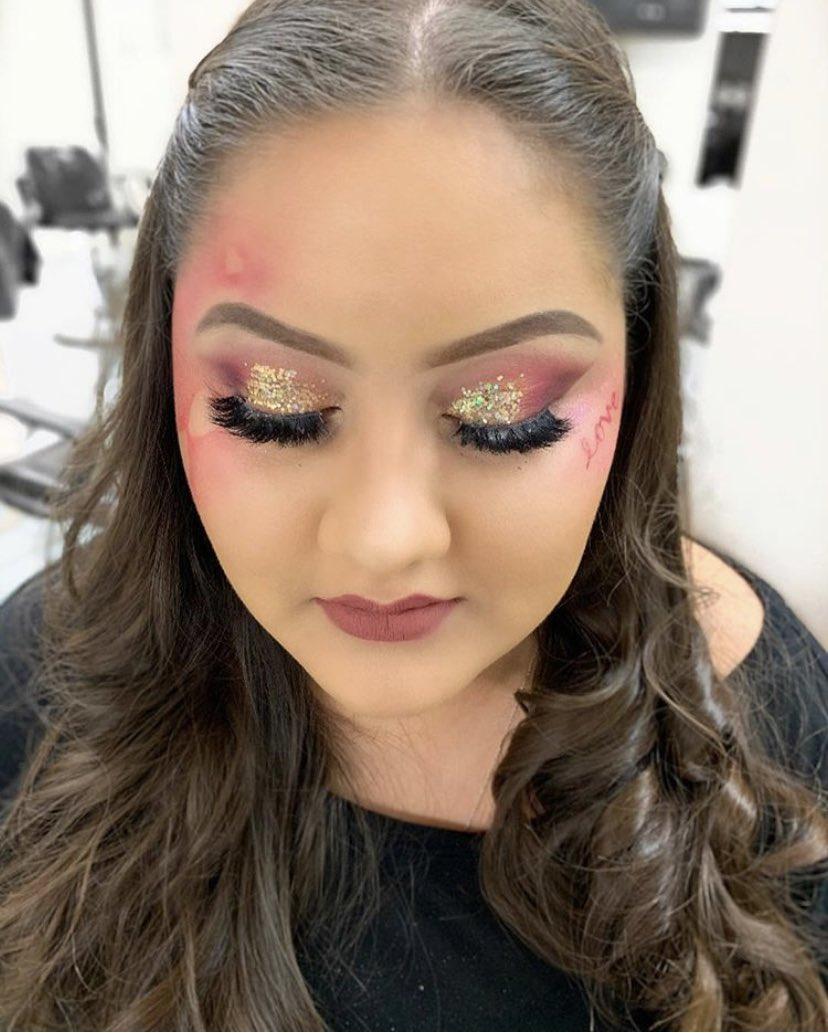 Valentine look on this beauty  ————————————— #makeup #mua #glitter #Valentines #kyliecosmetics #abhcosmetics<br>http://pic.twitter.com/nBbLGK0zD4