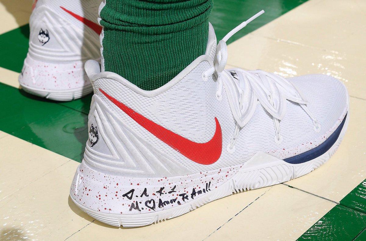 UConn Huskies Nike Kyrie