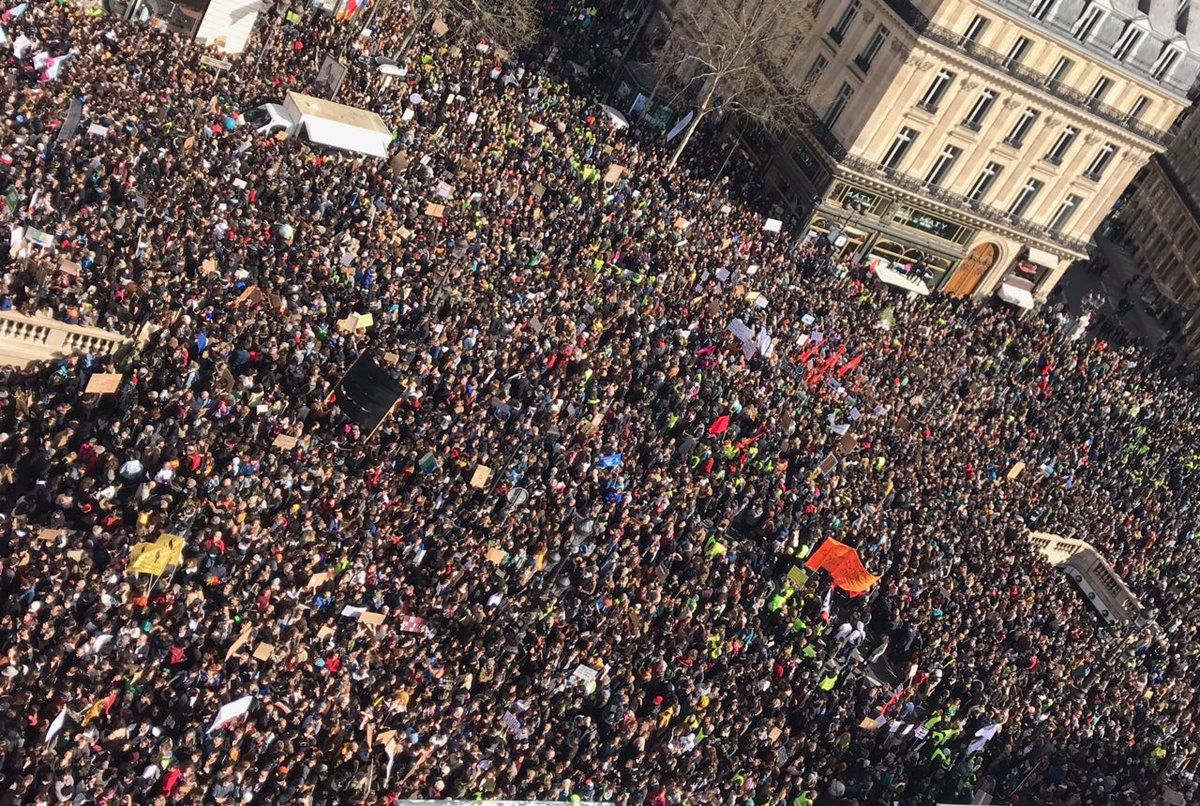 BAM! One day after over 1.5 million youth march for action on the growing #climate crisis, over 107 000 people are on the streets of Paris! to do the same. #amazing.  This fight is about all of us. #ActOnClimate  #MarchePourClimat #MarcheDuSiecle #climatemarch @GretaThunberg<br>http://pic.twitter.com/IwAk0Y789d
