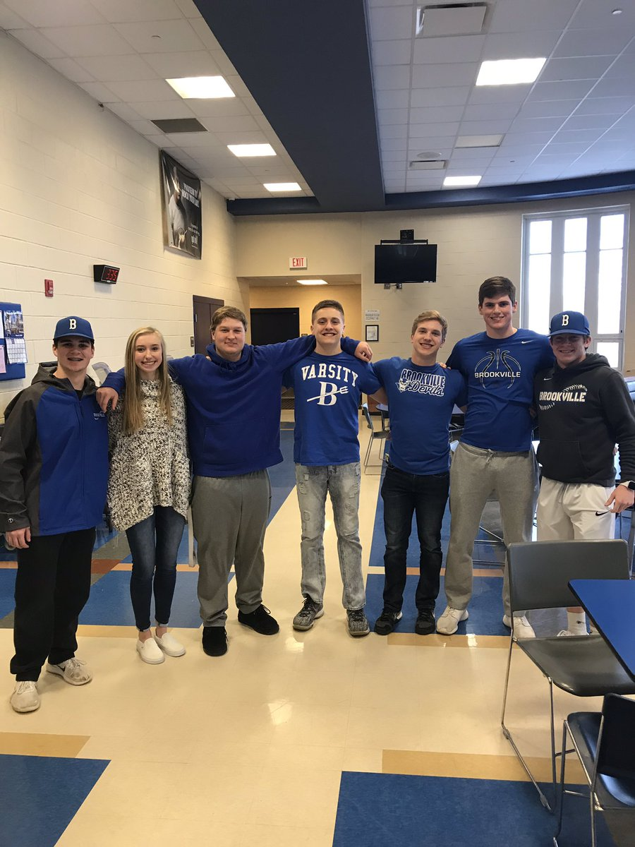 Thank you to the Varsity B Club, Mrs. Hunley's class, and all of the school staff who came out to help with senior citizen bingo today! It was a great success! #BluePride <br>http://pic.twitter.com/fzyNQ5yGxx