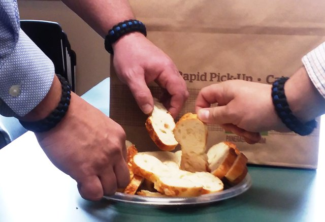 Bread Sliced Bagel case was sent to our Investigative Div, evidence was collected and, after an in depth investigation, it was determined no crime was committed ;). To our good neighbors the Panera Bread Home Office in Sunset Hills, we love your bread sliced bagels! #BagelGate <br>http://pic.twitter.com/0o7ACu1ie6