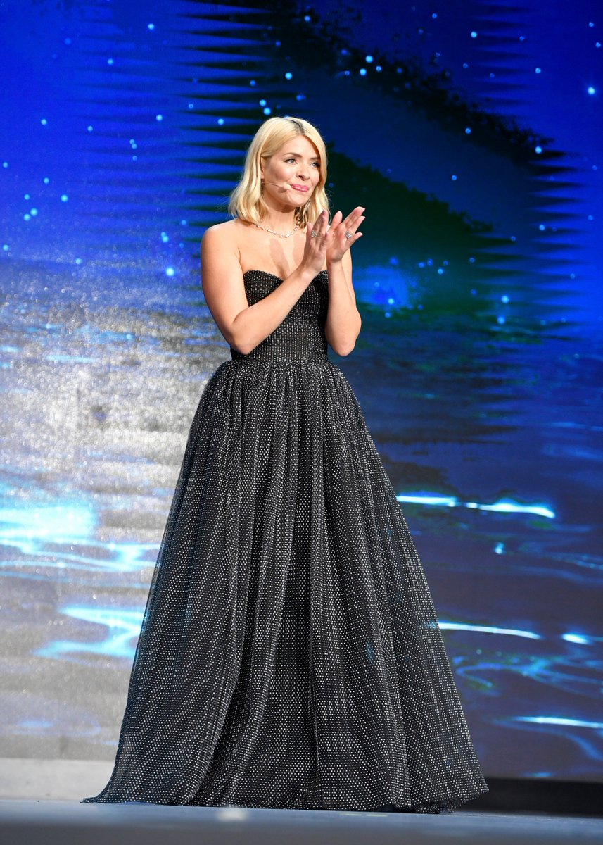 90d276f5eb Holly Willoughby ( hollywills)