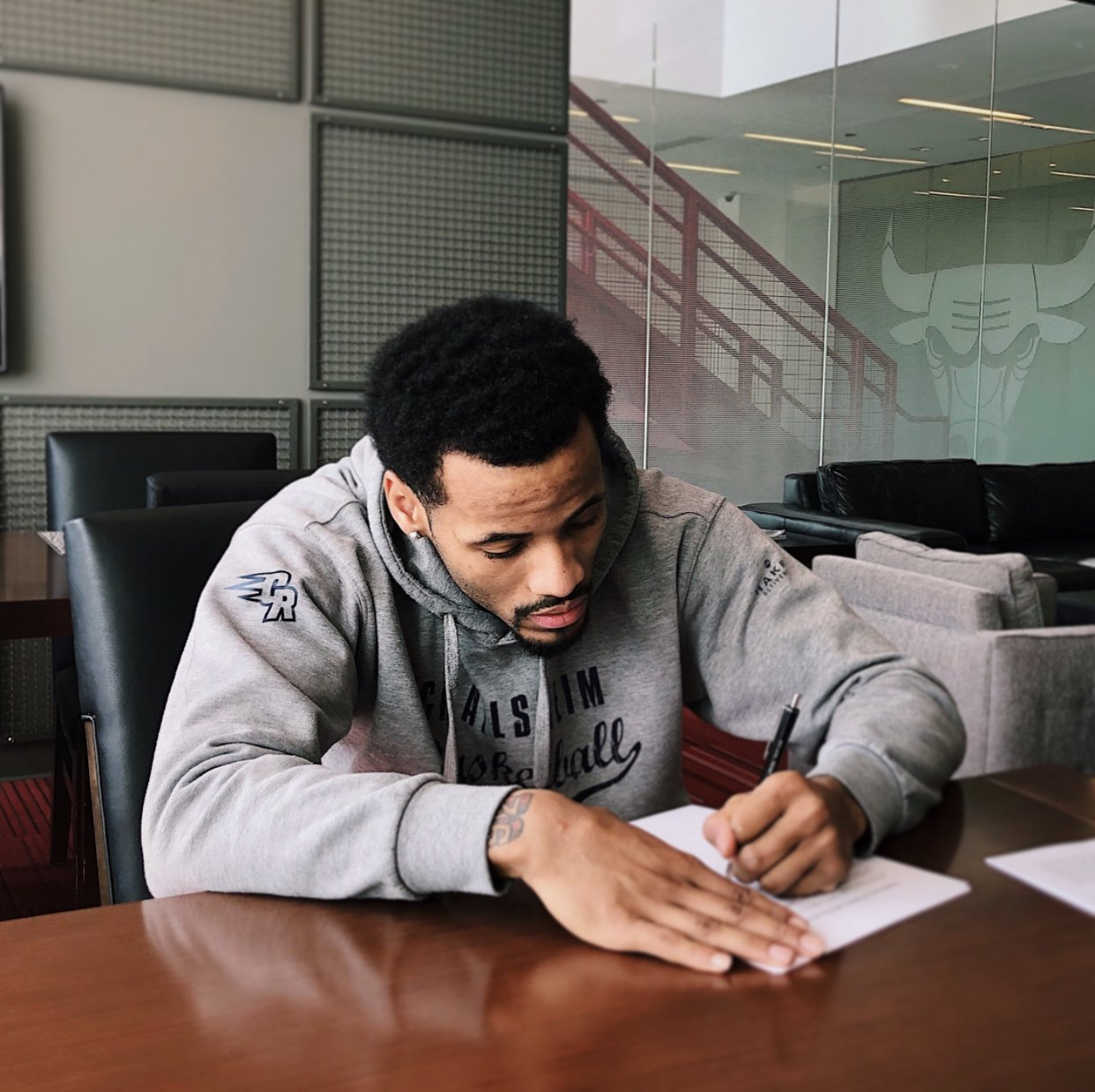Walt Lemon Jr signs his contract with the Chicago Bulls