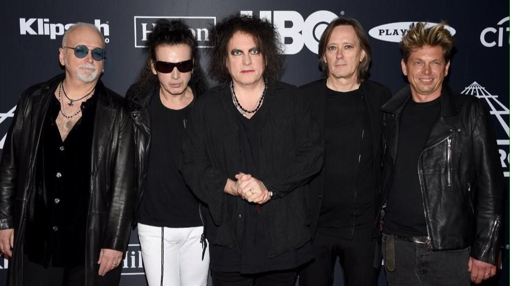 The Cure en la alfombra roja del Rock & Roll Hall of Fame en Nueva York (29.03.2019) #RobertSmith #TheCure #RockHall2019 🖤🎶😍😍😍😍