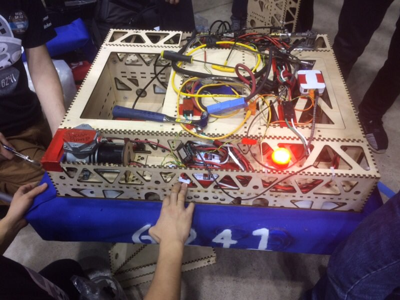 6241 Cow Tech setting up for Silicon Valley Regional. We, essentially, rebuilt the robot from scratch again. ⁦@STEM_SUSAN⁩ ⁦@MrSciFi⁩ ⁦@MonikkaM⁩ ⁦@KKorinetz⁩ https://t.co/eO5Q0GfaRc