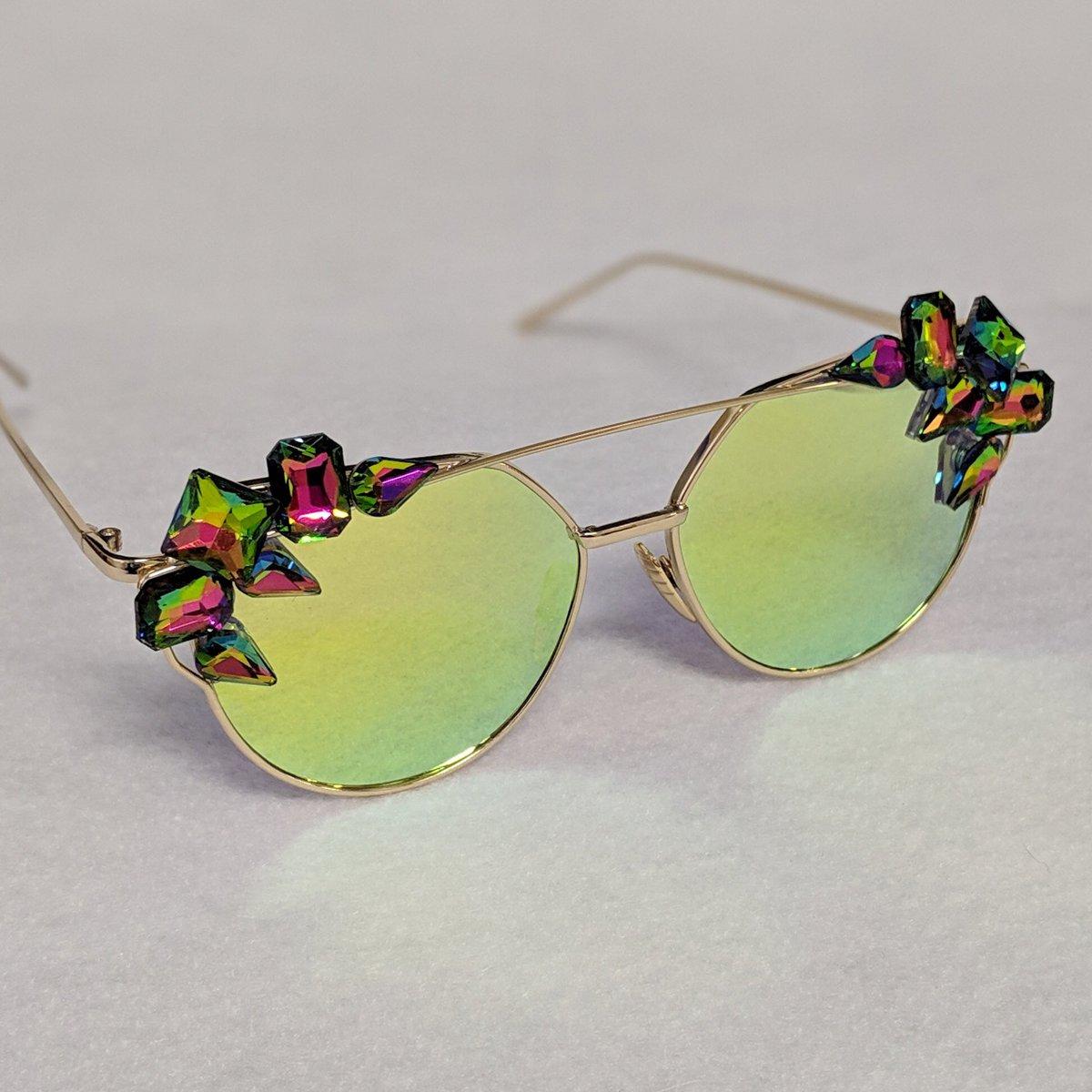 31830cda181  Trendy  Summer  Sunglasses Get yours here  https   www.etsy .com listing 555292527 gold-embellished-rhinestone-crystal  …pic.twitter.com I6RLJ1wwDC