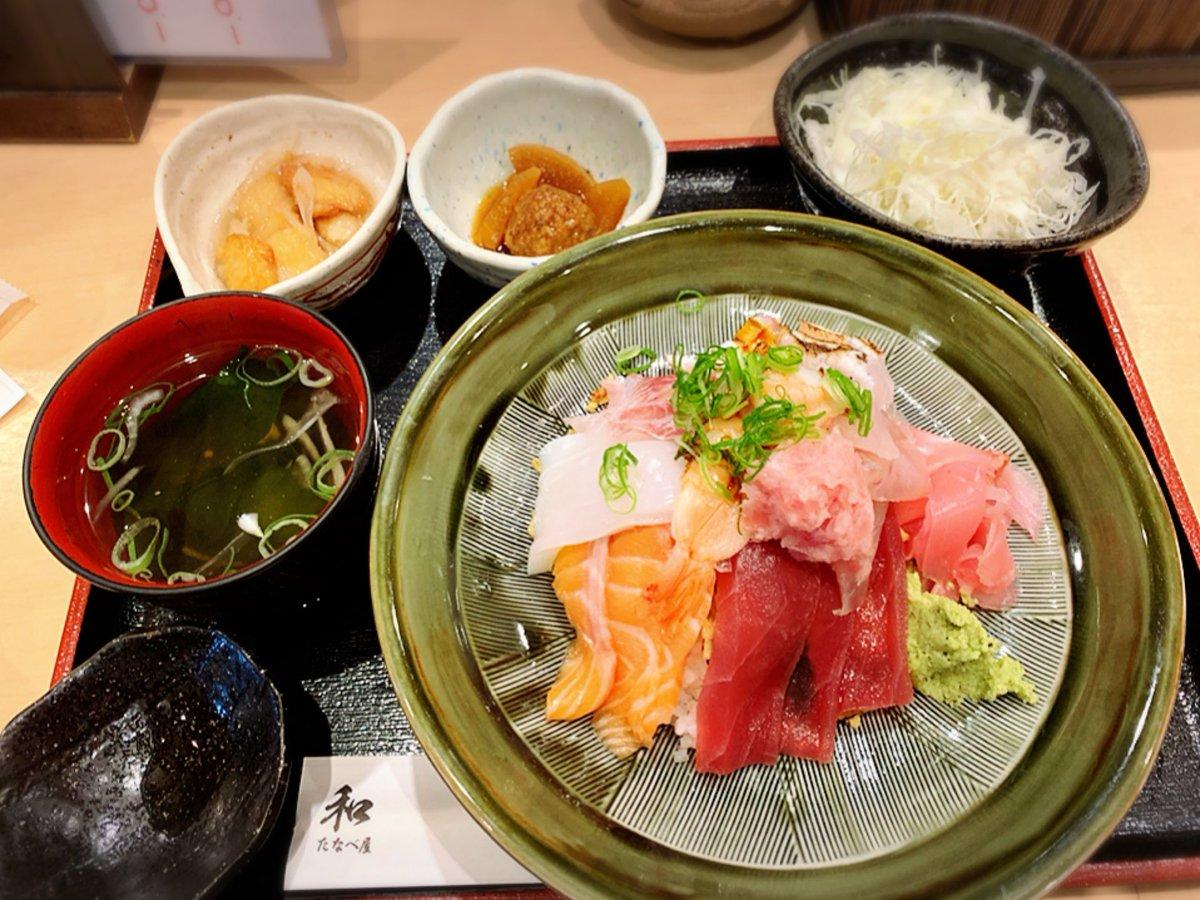 今日のランチ海鮮丼定食 定番ランチ ボリューム満点 美味しい 深江橋 和たなべやpic.twitter.com/GUOSBFO3j2
