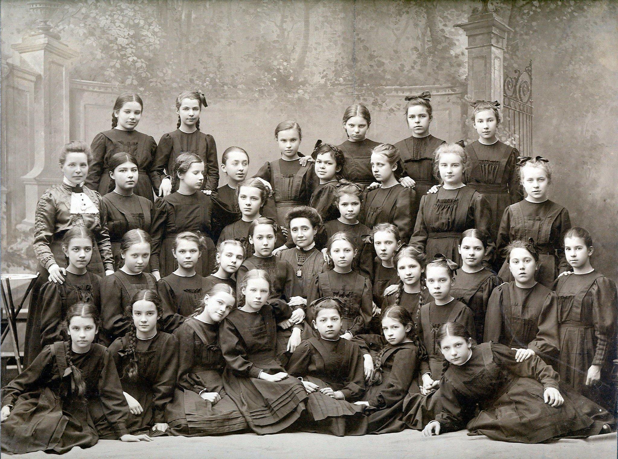 скорей, женские гимназии в россии изображения зависит