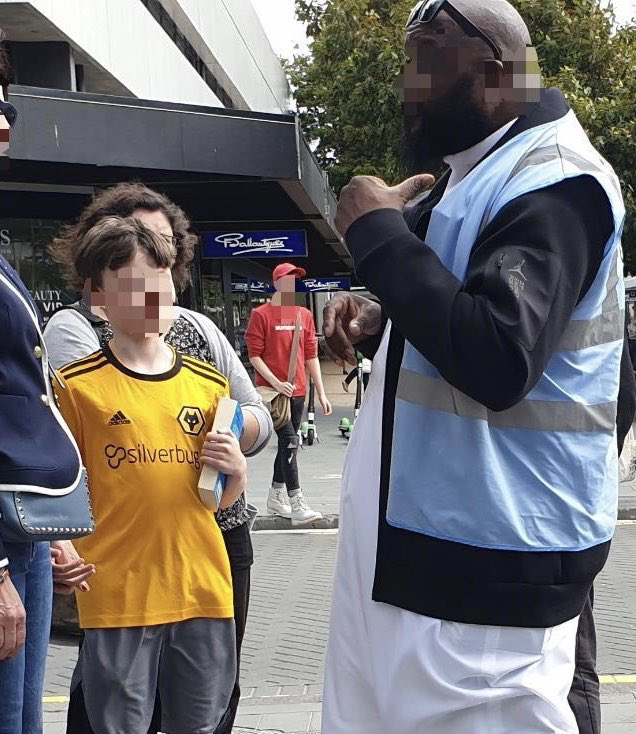 We spoke to many people in the city centre of #Christchurch  today, each with many different questions about Islām, the rise of #RightWingExtremism & specifically the extremist attack that took place here two weeks ago. <br>http://pic.twitter.com/iskhjM58xd