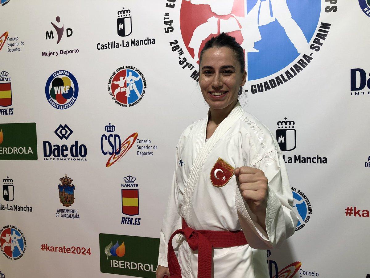 İspanya'da düzenlenen 54. Büyükler Avrupa #Karate Şampiyonası'nda Kumite +68 kiloda Ukraynalı rakibi Anastasiya Stepashko'yu 3-2 mağlup ederek bronz madalya kazanan milli sporcumuz Meltem Hocaoğlu'nu tebrik ediyorum. 🥋👏🥉🇹🇷