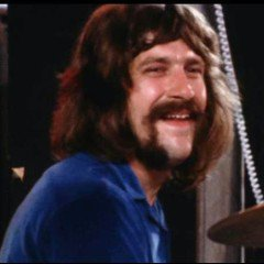 Happy Birthday to Moody Blues drummer Graeme Edge, born on this day in Rocester, Staffordshire in 1941.