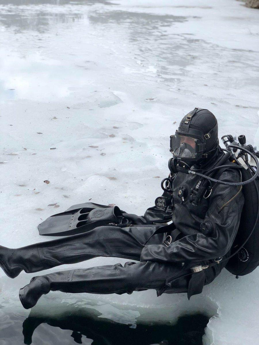 My dive buddy for the day. #loitokari #icediving #interspiro