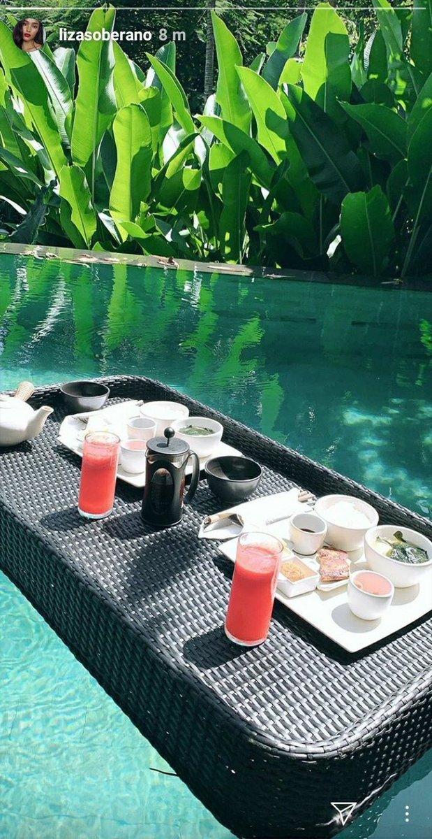 Table for 2...Honeymooners lang ang peg...CharNotChar! Hahahaha <br>http://pic.twitter.com/dZv1rhj3ux