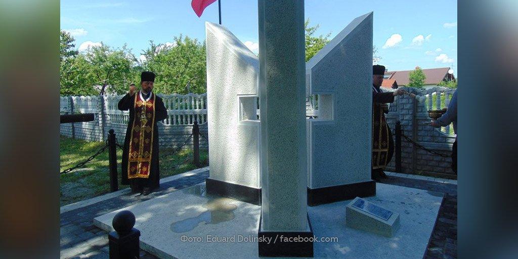 На западе Украины открыли памятник убийцам евреев http://ntv.ru/novosti/2168385/…