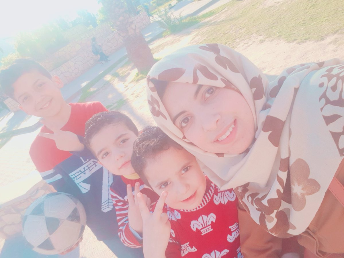 My brothers and I were in the streets of Gaza <br>http://pic.twitter.com/de7gYyCGW2