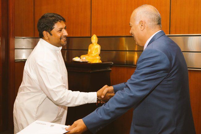 Palestine Ambassador in Sri Lanka Hon. Zuhair Mohammad Hamdallah Zaid paid an official visit to the @SMODSriLanka, held discussions on improving bilateral defence and diplomatic collaboration between the two countries. #lka #SriLanka #Defnce #DefenceDiplomacy #MoD #MoDSL #SMoDSL