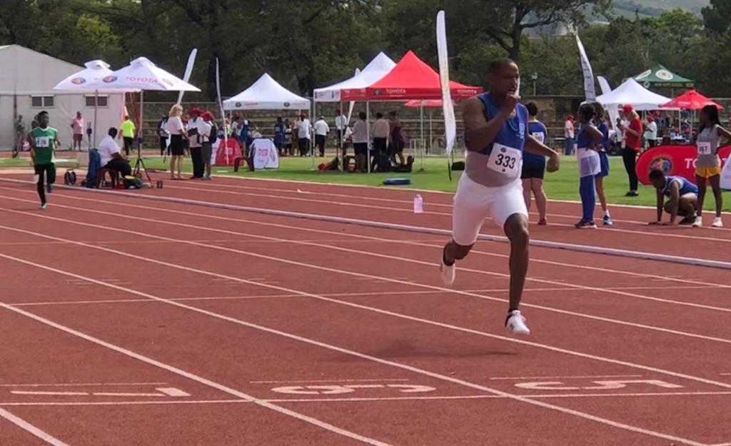 SA paralympic sprinter and long jumper Dyan Buis places first in the 200m T38. #SAParaNationalChamps<br>http://pic.twitter.com/67WBj33TOa
