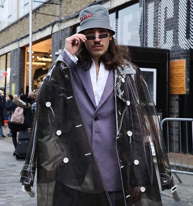 Happy Birthday to Hector Bellerin, the most fashionable football player.