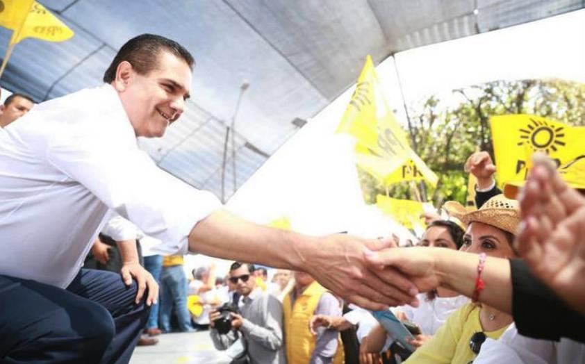 Reporte 脥ndigo's photo on Carlos Romero Deschamps