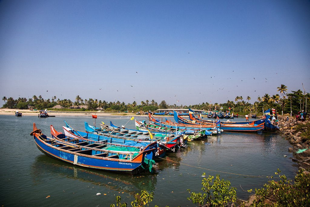 Traditional Fishing Boats in Kochi, Kerala.   . .  #indiatravels #Kerala #traveltuesday #slrtravelpics #slrphotography #travelphotography #fishingvillage #indianfishingvillage #traditionalfishing #kerala #indianadventures #worldtravels #traveltime #lifeofadventure