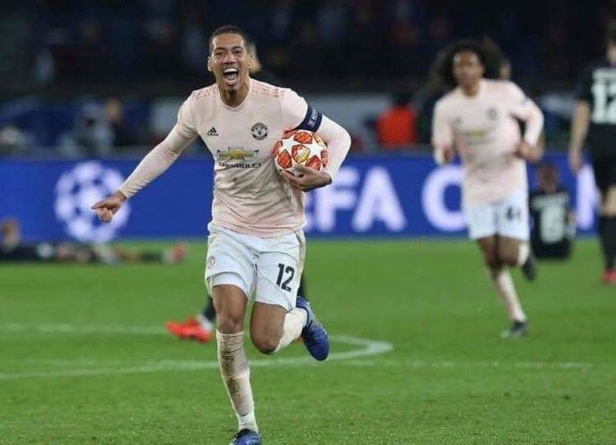 """Chris Smalling: """"There is a weakness in Messi that only I know about. I don't think the world is aware of that, so I'm not going to talk about it now."""" 🤔🤔"""