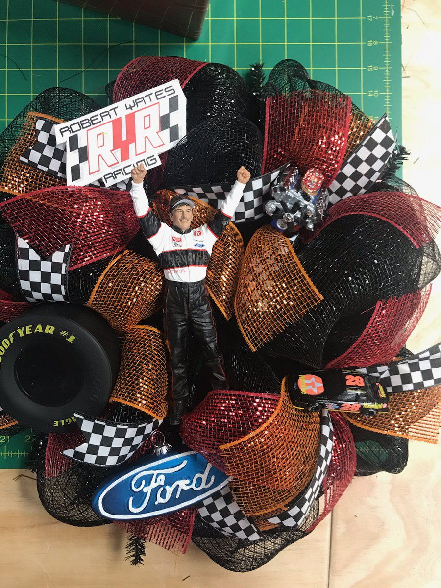 I ask  @KimWallace_36 if she could make me this since I'm a huge Davey Allison RYR /Ford fan and I must say she knocked it out of the park ! @Kenny_Wallace your wife is very talented.  @Yates_Doug @dhammiam