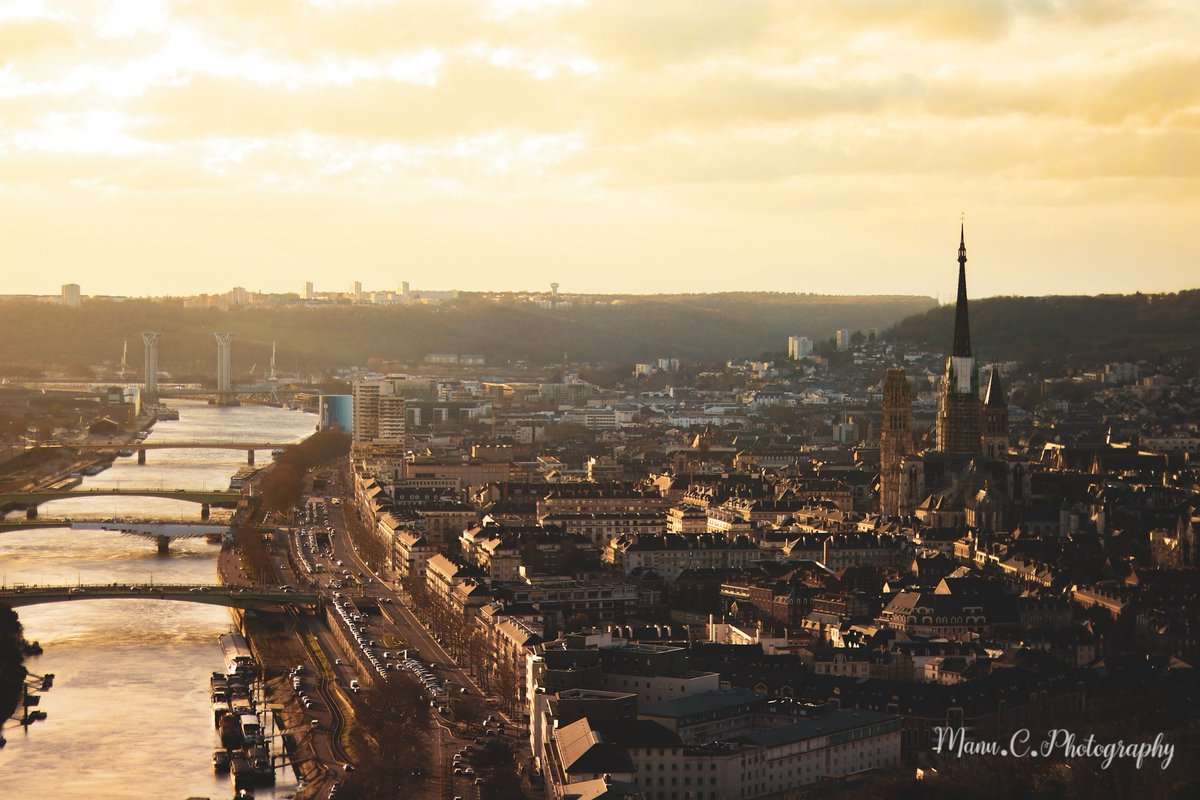 Golden hours in @Rouen @RouenTourisme @seinemaritime<br>http://pic.twitter.com/vM2DyaAxHT