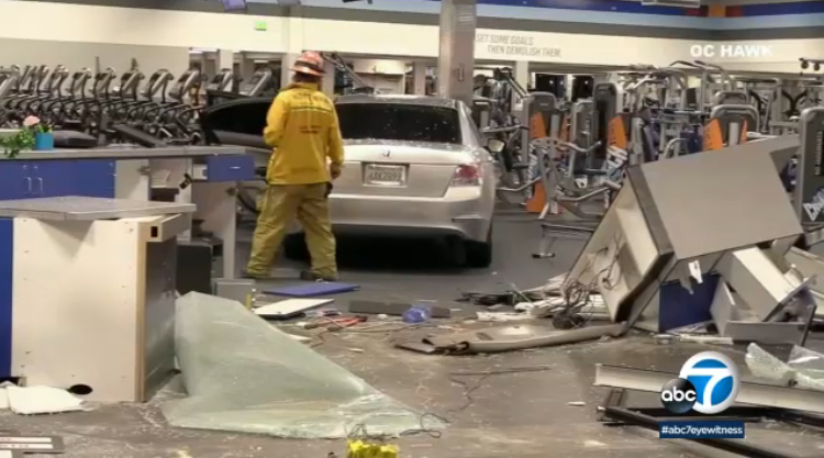 #BREAKING Stolen car slams into 24-hour gym in La Mirada, authorities say; driver arrested https://abc7.la/2OcGUp4
