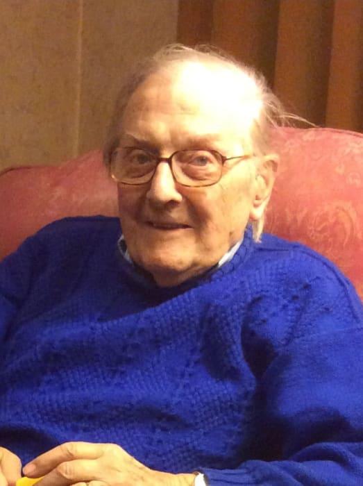 Second World War veteran death: Detectives release CCTV in renewed bid to find attackers https://www.thejc.com/news/uk-news/peter-gouldstone-death-north-london-burglary-jewish-second-world-war-veteran-1.481721…