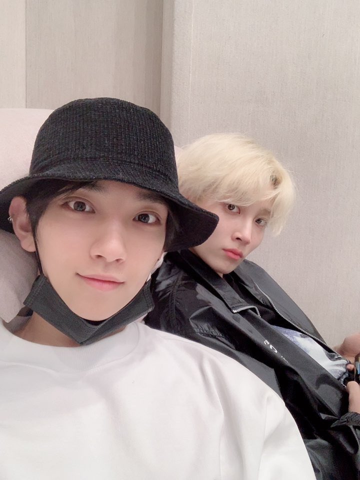 the day joshua posts a jihan selca is the day that 2019 begins so HAPPY NEW YEAR YALL  <br>http://pic.twitter.com/MqBBrcn4Di