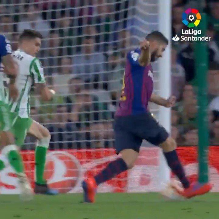🎨 Concepto: Obra de arte. 📖 Definición: Objeto o trabajo de gran valor artístico.  🌟 Ejemplo: ¡El TACONAZO de @LuisSuarez9 en el segundo gol que marcó Leo Messi el pasado domingo!  🤩 @FCBarcelona_es 🤩  #LaLigaSantander