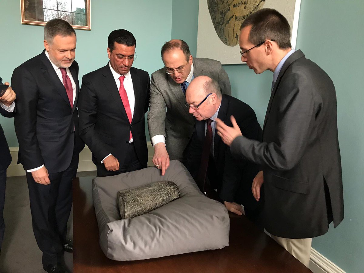 Today, UK Government returned an important ancient Babylonian artefact to Iraq. The stone had been illegally looted and recovered by UK authorities. It will eventually be displayed in the Iraq Museum. It was handed to the Iraqi Ambassador at a ceremony at the British Museum. <br>http://pic.twitter.com/XyjMU0NxjJ